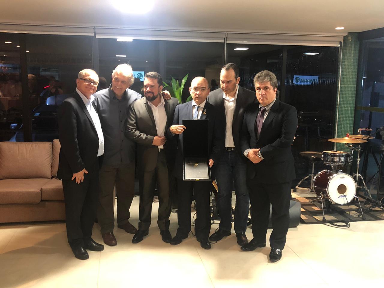 Presidente da Fenam é homenageado em Campo Grande